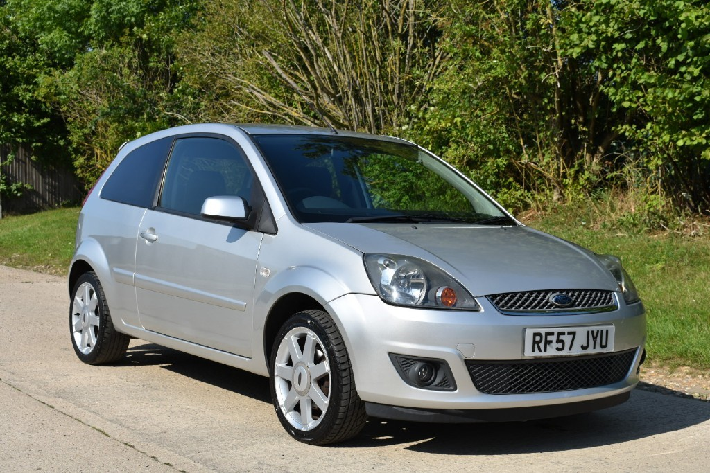 used Ford Fiesta ZETEC CLIMATE 16V in Berkshire