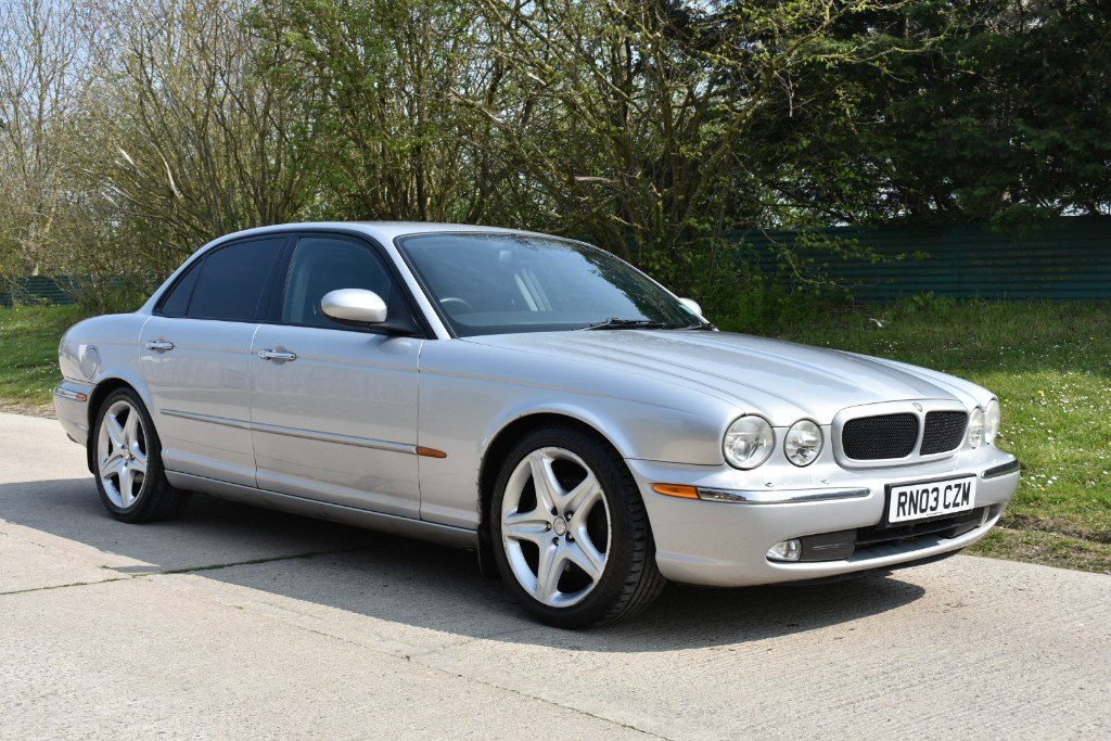 used Jaguar XJ V6 SPORT in Berkshire