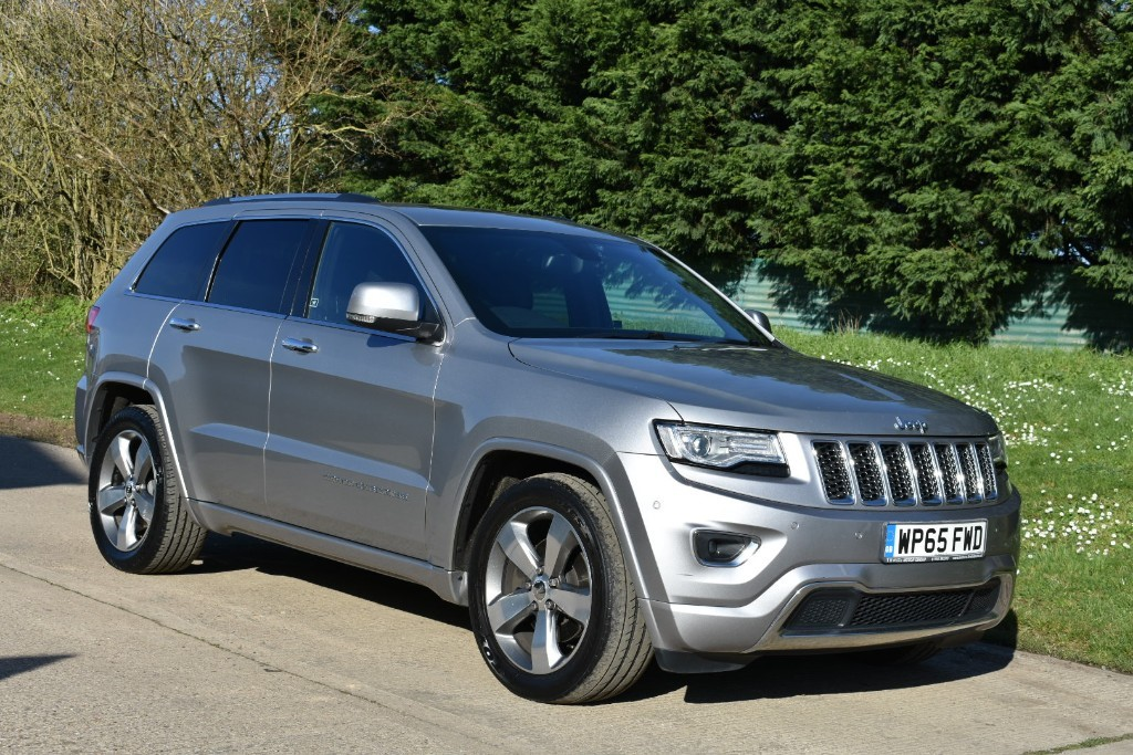used Jeep Grand Cherokee V6 CRD OVERLAND in Berkshire