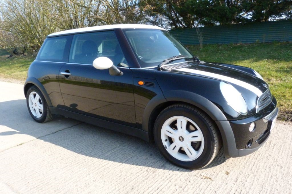 used MINI Hatch COOPER in Berkshire