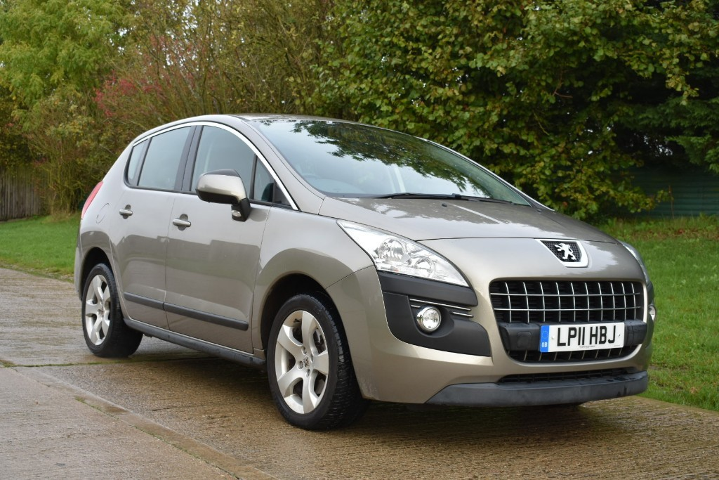 used Peugeot 3008 SPORT in Berkshire