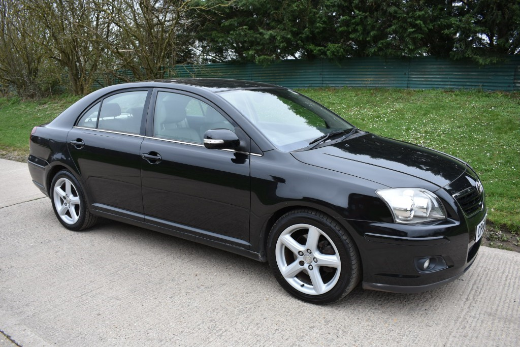 used Toyota Avensis D-4D T SPIRIT in Berkshire