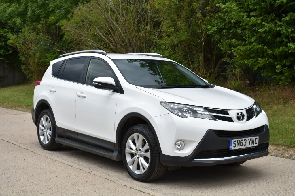 used Toyota RAV4 D-4D INVINCIBLE AWD in Berkshire