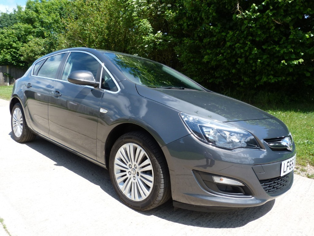used Vauxhall Astra EXCITE in Berkshire