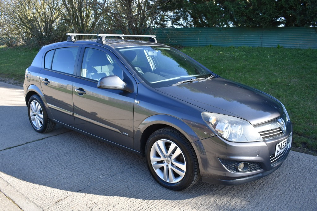 used Vauxhall Astra SXI in Berkshire