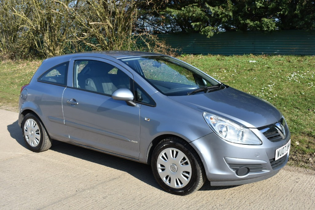 used Vauxhall Corsa CLUB AC 16V in Berkshire