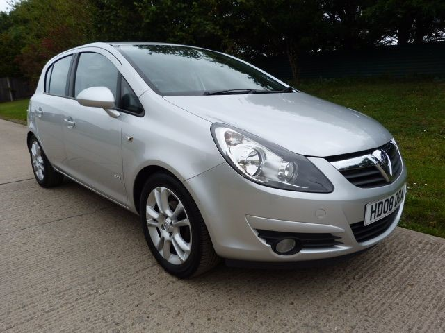 used Vauxhall Corsa SXI A/C 16V in Berkshire