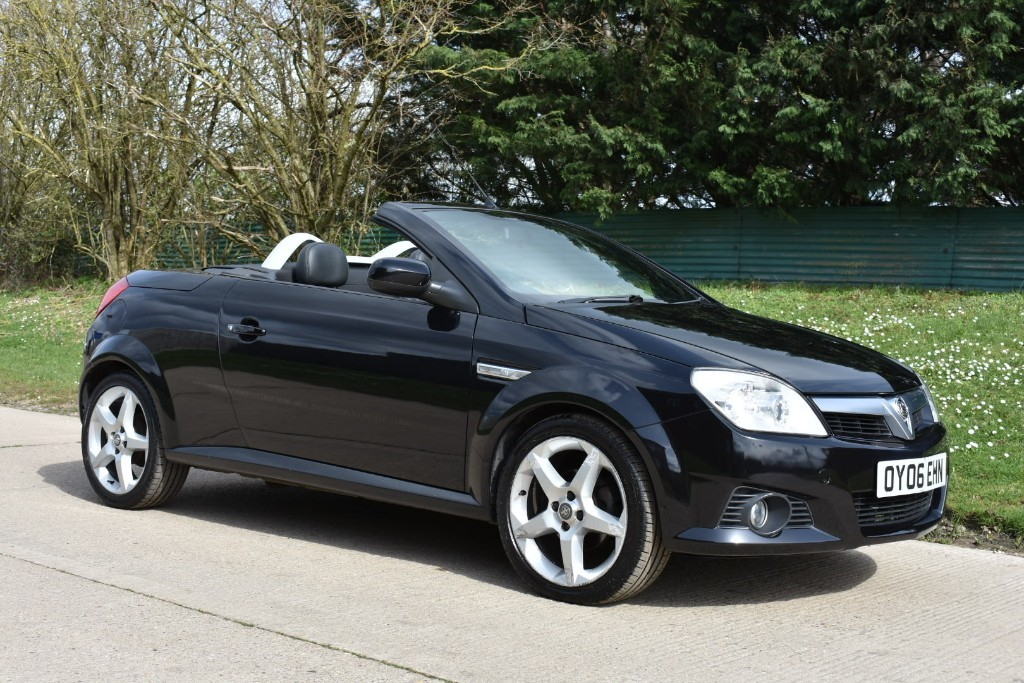 used Vauxhall Tigra 16V EXCLUSIV in Berkshire