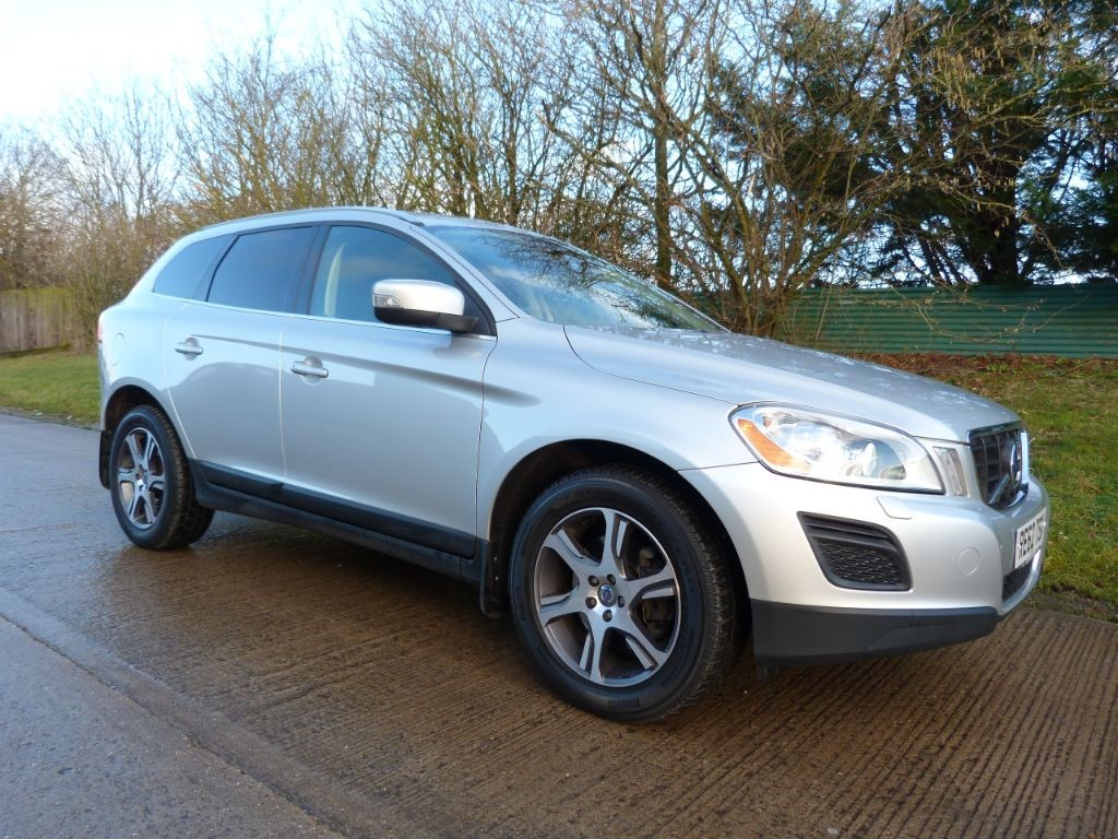 used Volvo XC60 D4 SE LUX NAV AWD in Berkshire