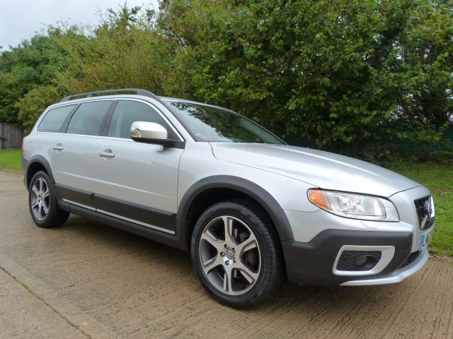 used Volvo XC70 D3 SE LUX AWD in Berkshire