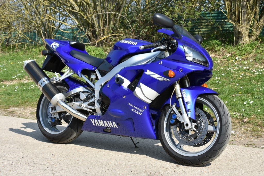 used Yamaha YZF-R1 4XV in Berkshire