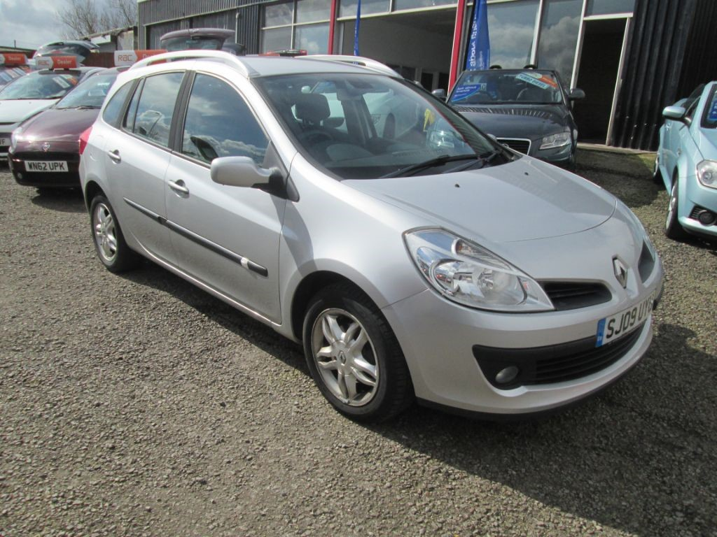 used silver renault clio for sale torfaen. Black Bedroom Furniture Sets. Home Design Ideas