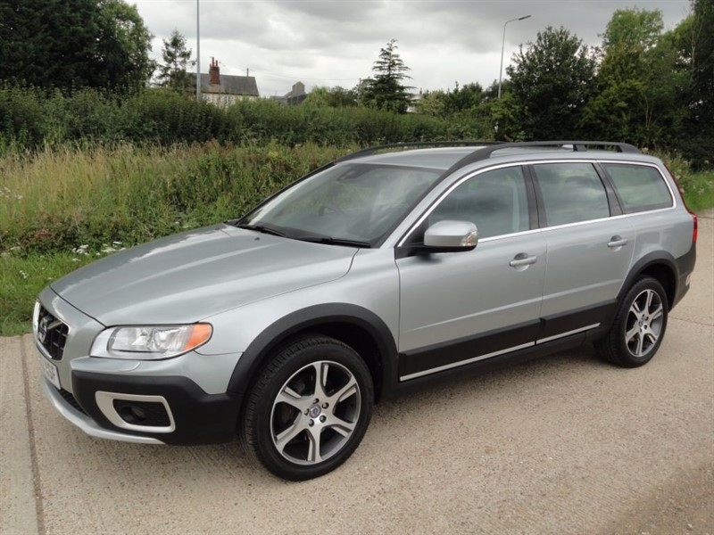 used Volvo XC70 D4 SE LUX NAV AWD in chelmsford-essex