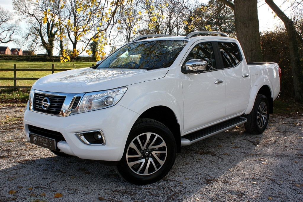 all Nissan Navara 2.3 dCi Tekna Double Cab Pickup Auto 4WD 4dr in wessington-derbyshire