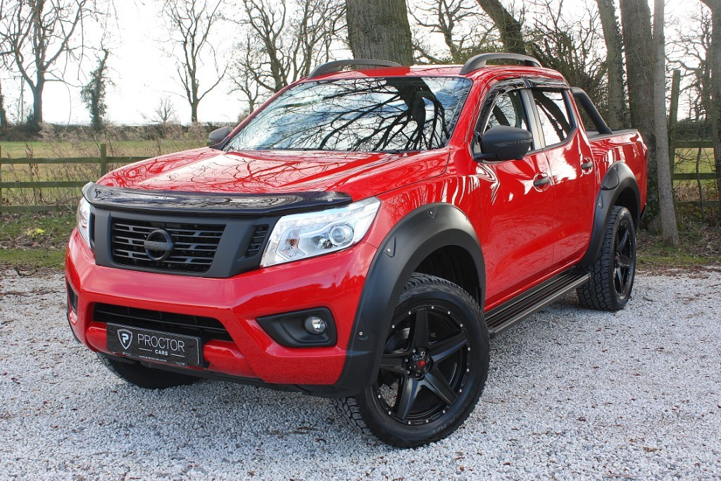 all Nissan Navara 2.3 dCi Tekna Double Cab Pickup 4WD 4dr in wessington-derbyshire