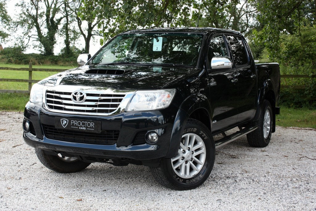 all Toyota Hilux 3.0 D-4D Invincible Double Cab Pickup 4dr in wessington-derbyshire