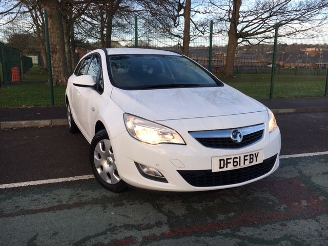 used Vauxhall Astra EXCLUSIV in llanelli-south-wales