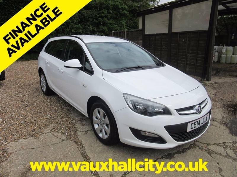 used Vauxhall Astra i VVT 16v Design Sports Tourer 5dr in windlesham-surrey