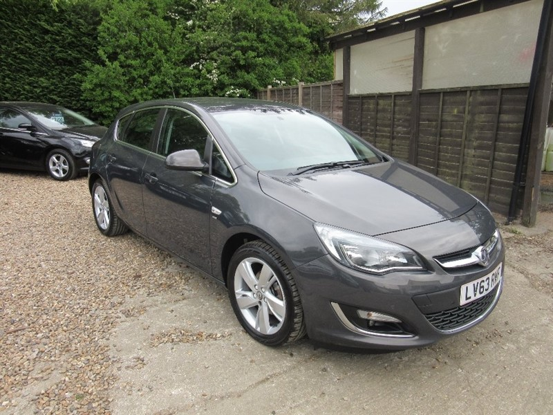 used Vauxhall Astra i VVT 16v SRi 5dr in windlesham-surrey