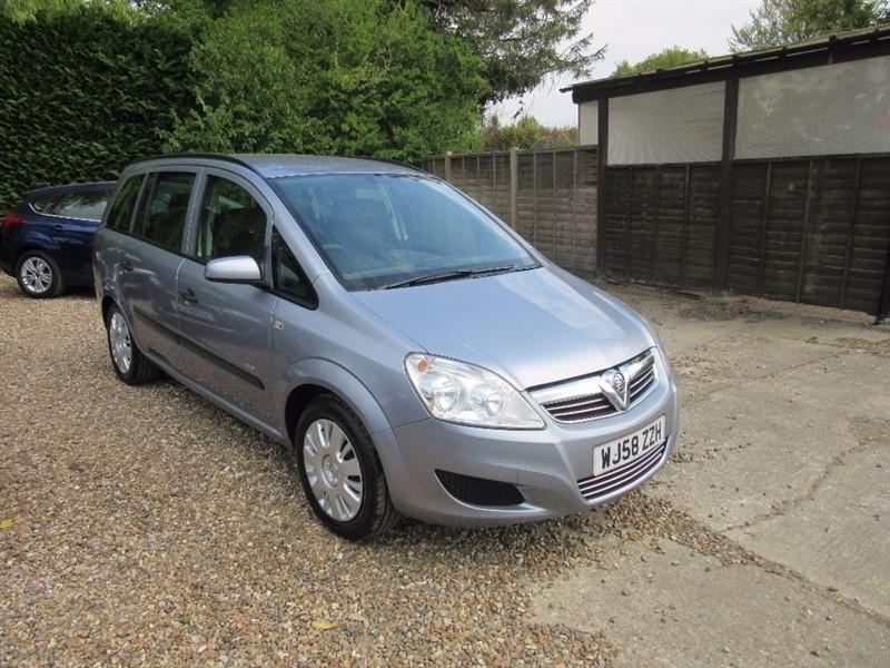 used Vauxhall Zafira i 16v Life 5dr in windlesham-surrey