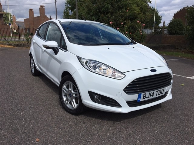 used Ford Fiesta EcoBoost Zetec Hatchback 5dr Manual (start/stop) (99 g/km, 99 bhp) in essex