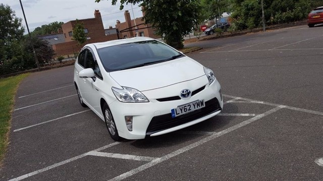 used Toyota Prius 1.8 VVT-i T4 CVT 5dr (nav) in essex