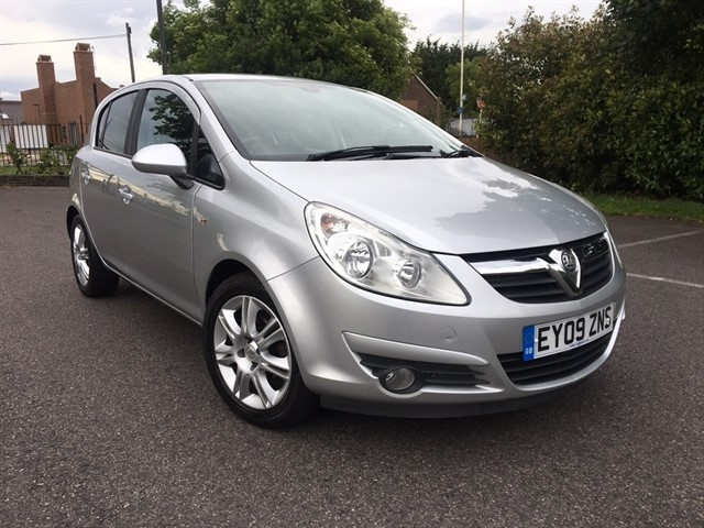 used Vauxhall Corsa i 16v Design Hatchback 5dr Automatic (a/c) (158 g/km, 89 bhp) in essex