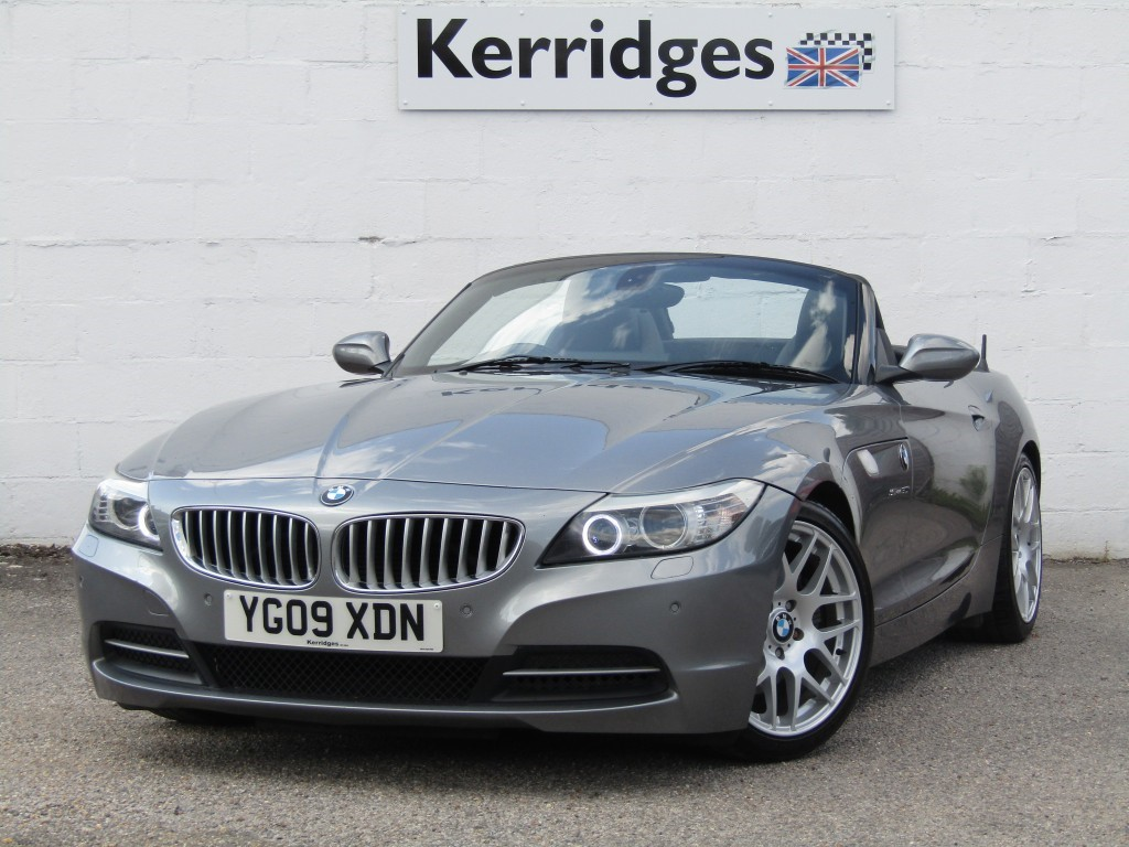 used BMW Z4 3.0i sDrive30i Auto Roadster in suffolk
