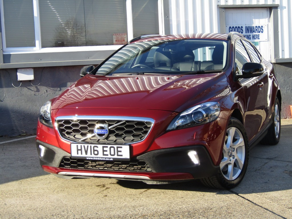 used Volvo V40 2.0 D2 Cross Country Lux 5 door in suffolk