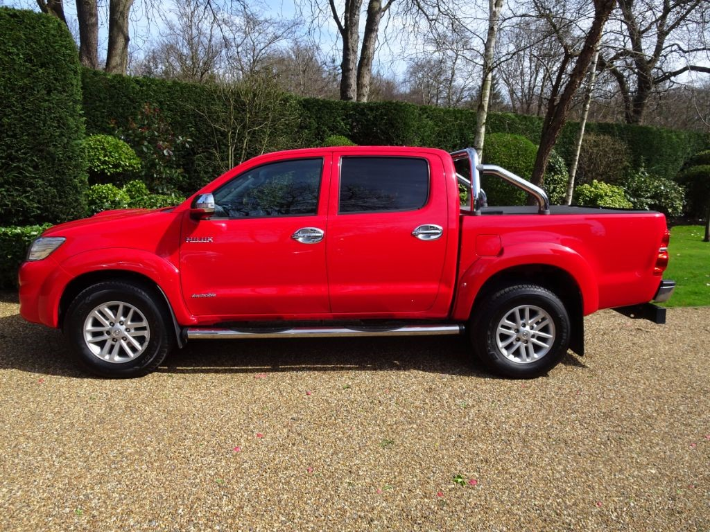 used Toyota Hilux HI-LUX INVINCIBLE 4X4 D-4D DCB in chobham-surrey