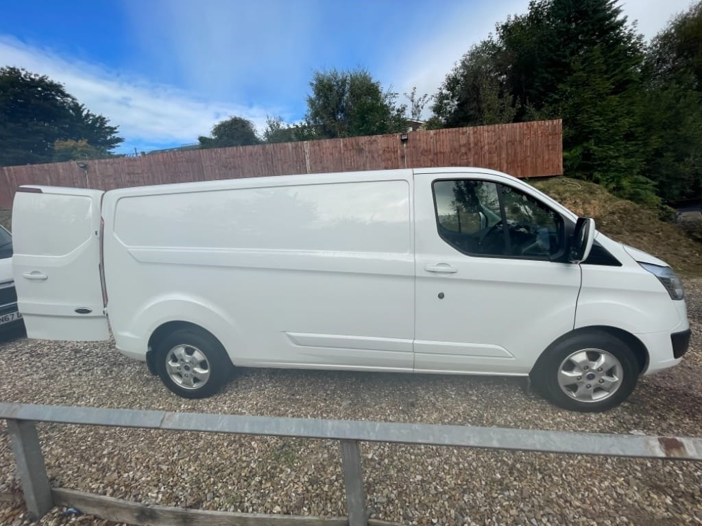 used Ford Transit Custom 290 LIMITED LWB / EURO 6 / 130PSI in gwent