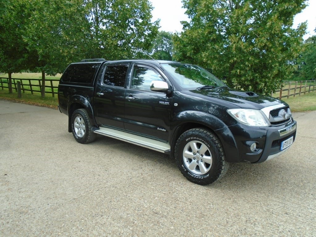 used Toyota Hilux INVINCIBLE 4X4 D-4D DCB in suffolk