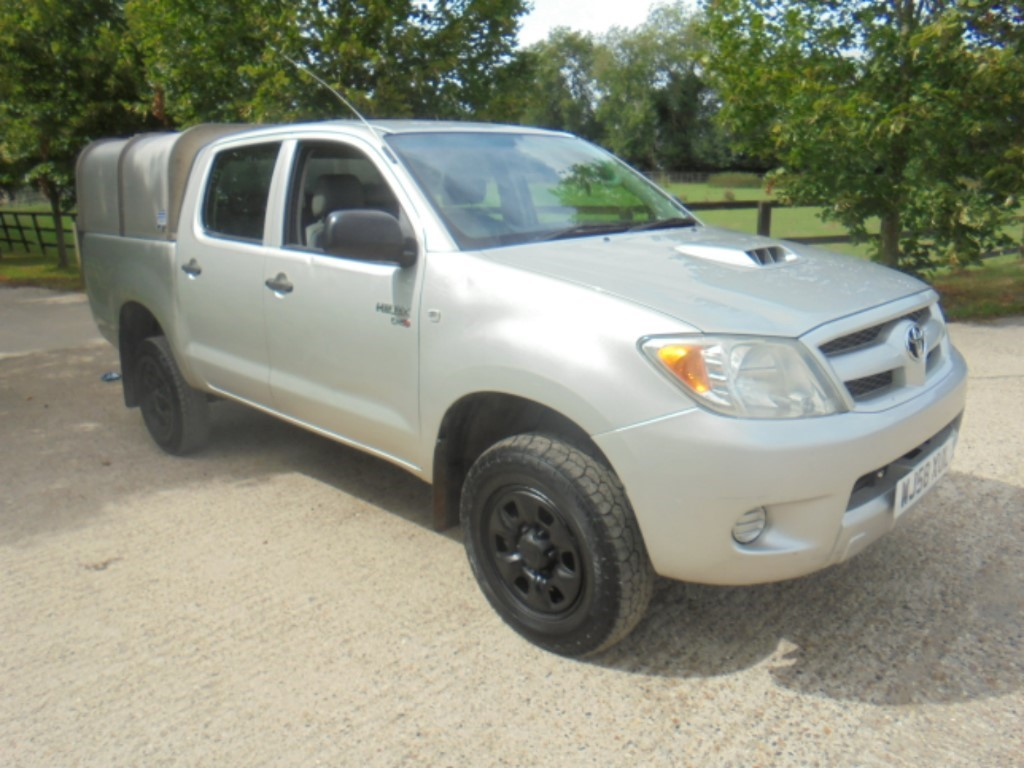 used Toyota Hilux 4X4 D-4D D/C in suffolk