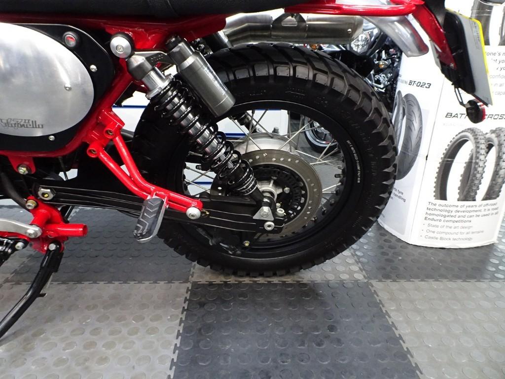 Moto Guzzi V7 Stornello