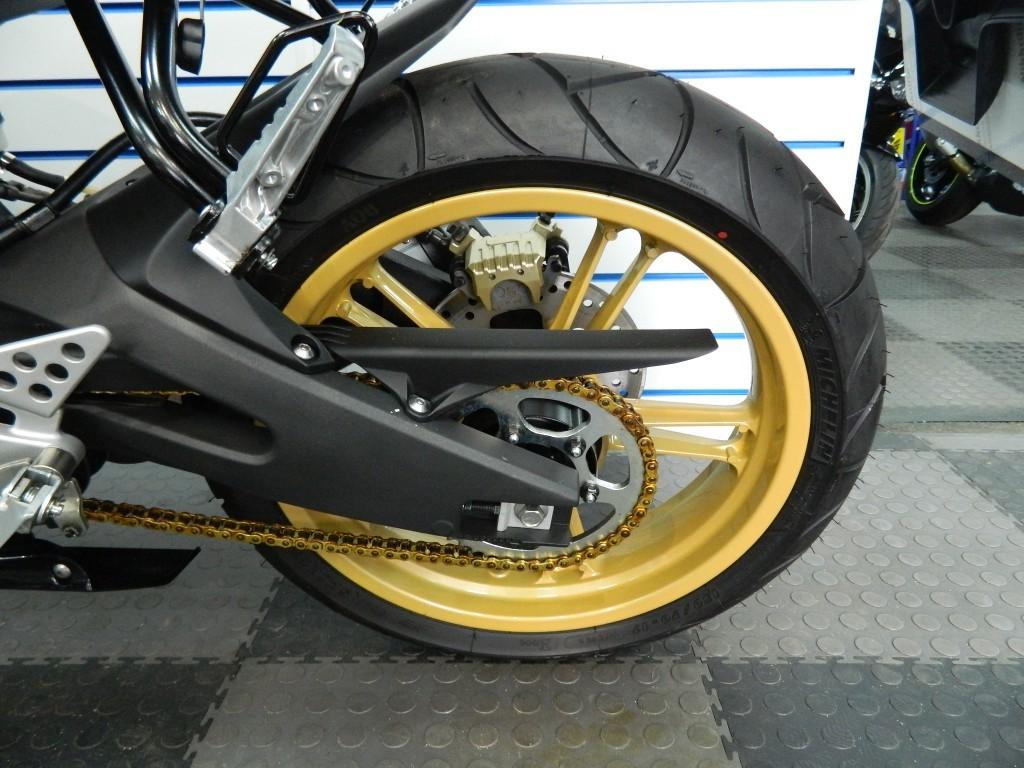 Yamaha Yzf R  Cc Mpg