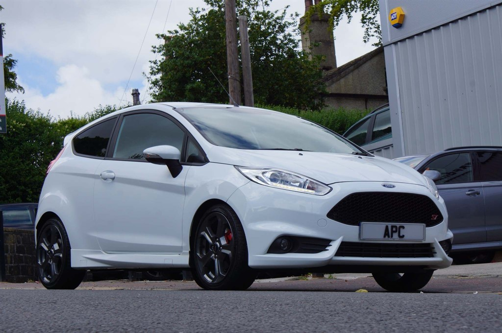 used Ford Fiesta EcoBoost ST-2 Hatchback 3dr Manual (138 g/km, 180 bhp) in west-yorkshire