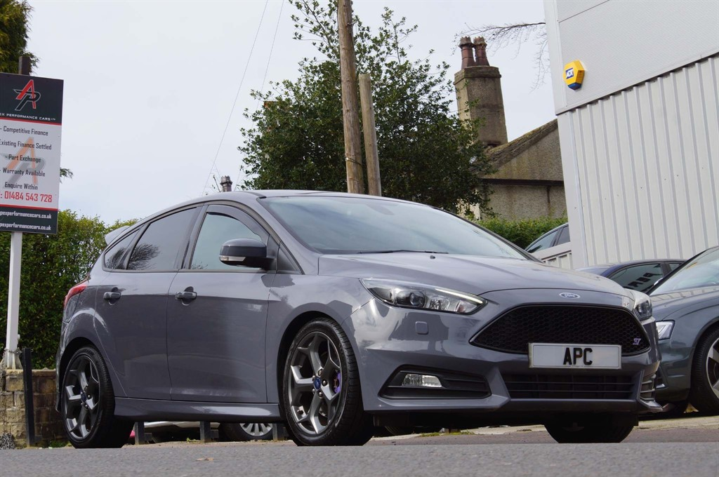 used Ford Focus ST-3 (s/s) in west-yorkshire