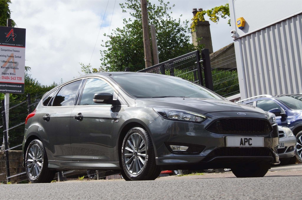 used Ford Focus 1.0T EcoBoost ST-Line (s/s) in west-yorkshire