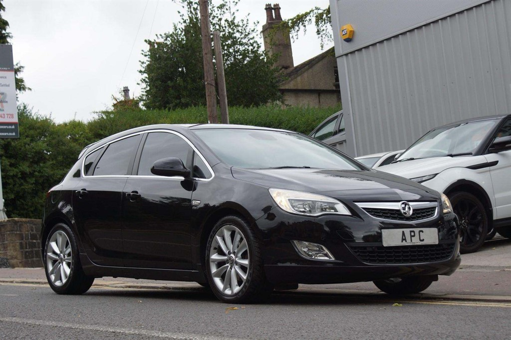 used Vauxhall Astra CDTi Elite 5dr in west-yorkshire