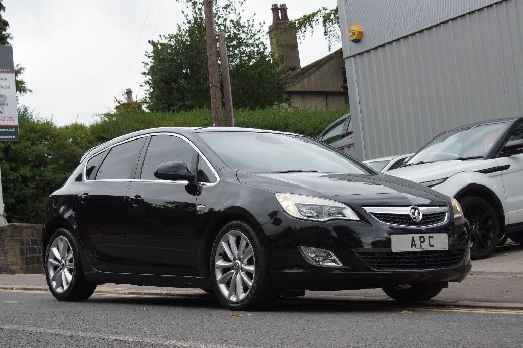 used Vauxhall Astra TD 16v Elite 5dr in west-yorkshire