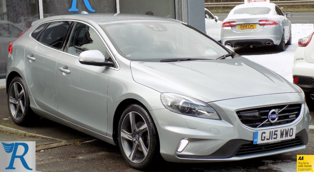 used Volvo V40 D2 R-DESIGN LUX in sittingbourne-kent