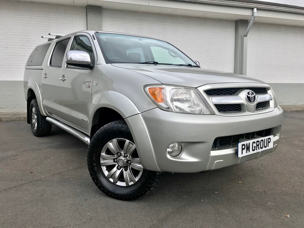 used Toyota Hilux D-4D Invincible Double Cab Pickup 4dr in neath-south-wales