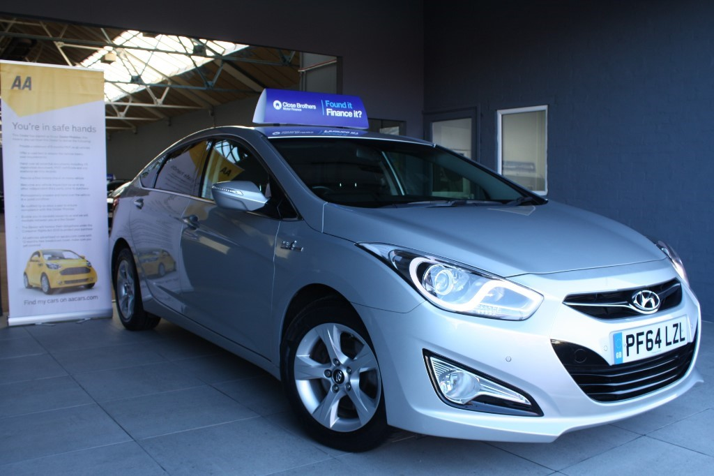 used Hyundai i40 CRDI STYLE BLUE DRIVE in staffordshire