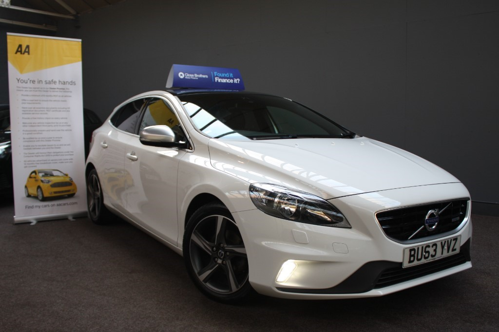 used Volvo V40 D2 R-DESIGN in staffordshire