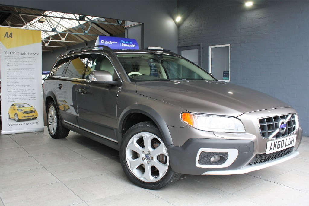 used Volvo XC70 D5 SE LUX AWD in staffordshire
