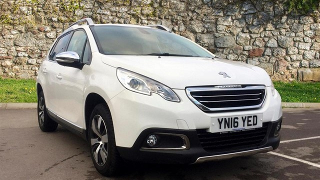 used Peugeot 2008 BlueHDi Allure 5dr in chapel-en-le-frith