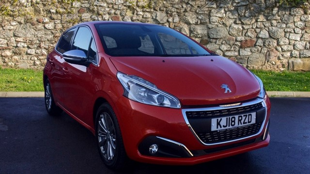 used Peugeot 208 PureTech Allure (s/s) 5dr in chapel-en-le-frith