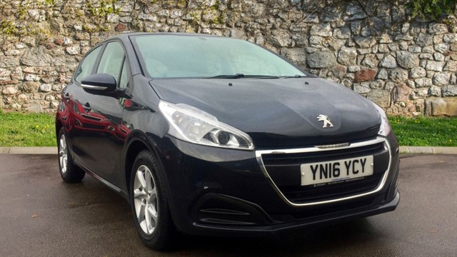 used Peugeot 208 PureTech Active Hatchback 5dr Manual (104 g/km, 82 bhp) in chapel-en-le-frith