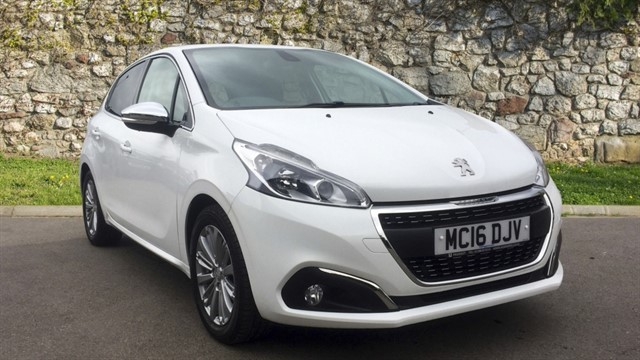 used Peugeot 208 VTi PureTech 82 Allure in chapel-en-le-frith