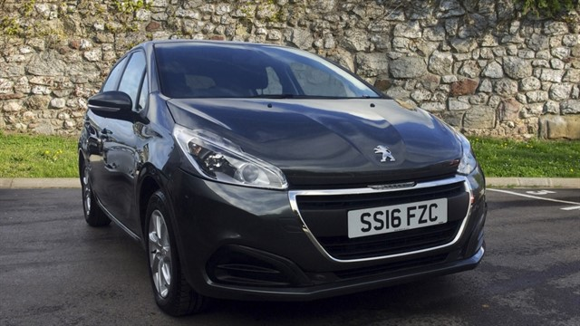 used Peugeot 208 PureTech Active 5dr in chapel-en-le-frith